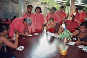Addicts collecting Thamkrabok 'money'